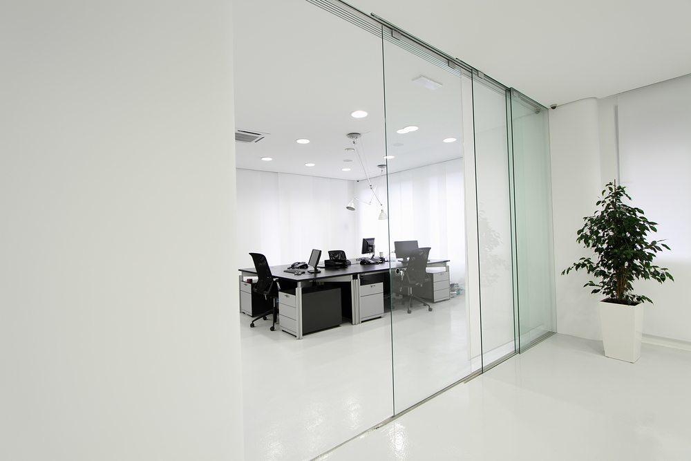 קיר זכוכית למשרד