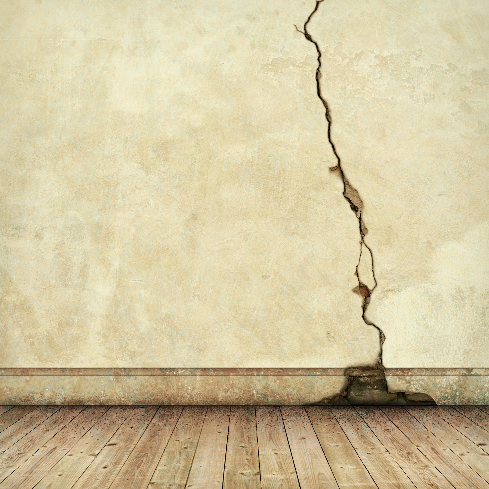 סדקים בקירות