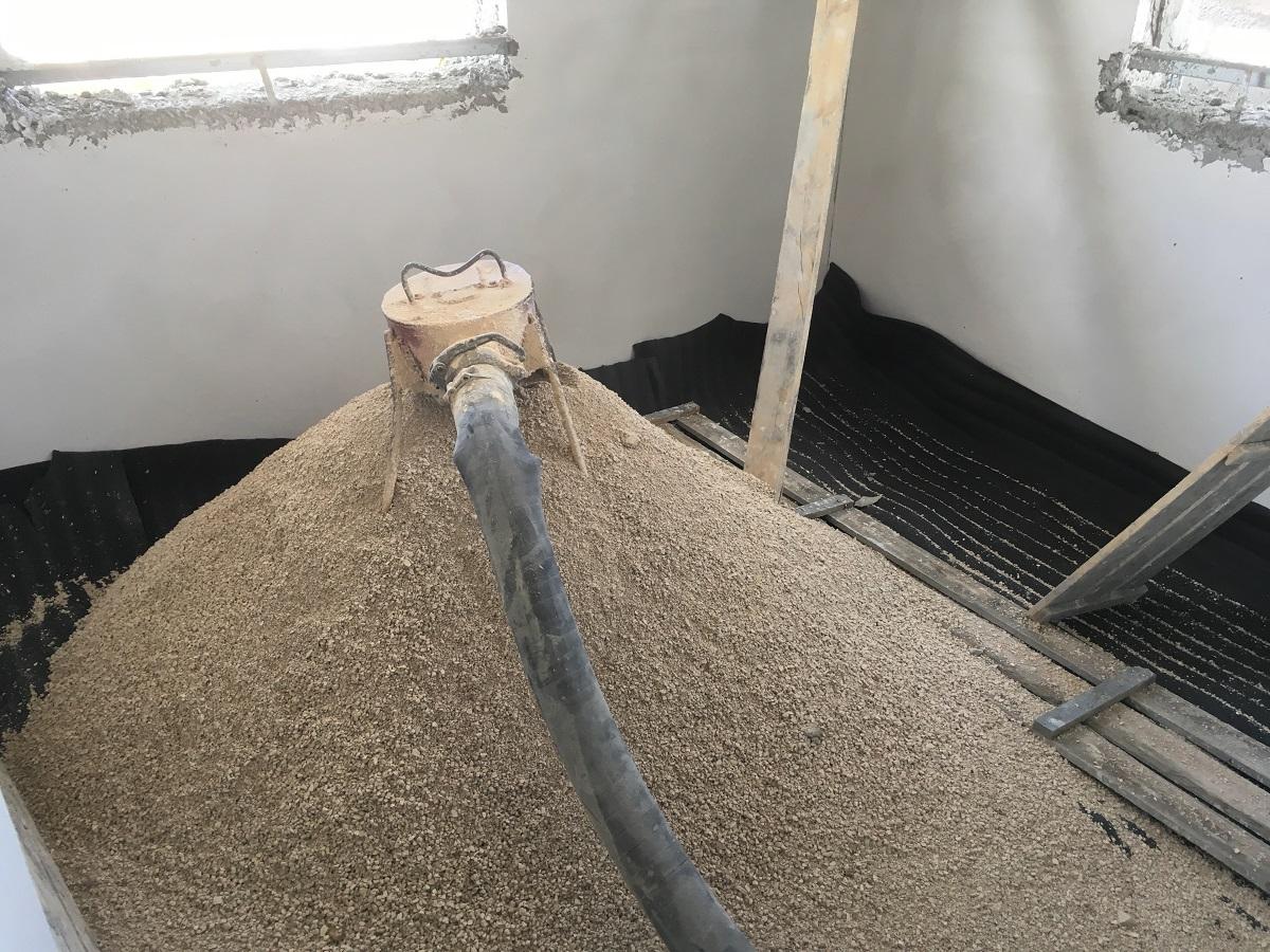 חול או סומסום לריצוף הבית